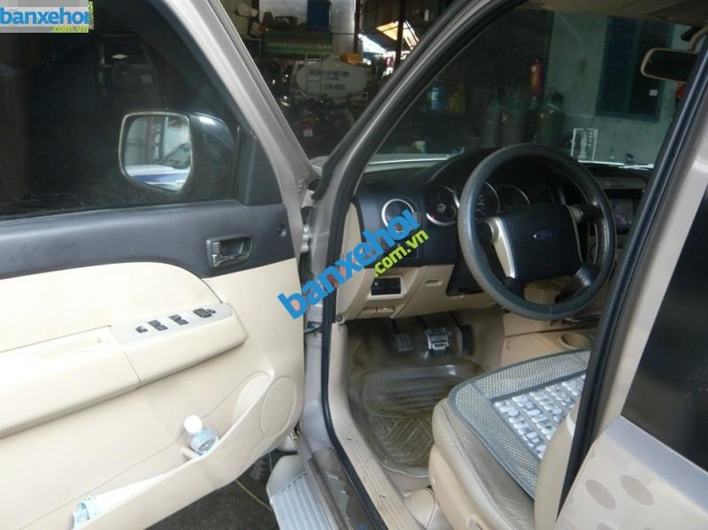 Xe Ford Everest 4x2 MT 2010-8