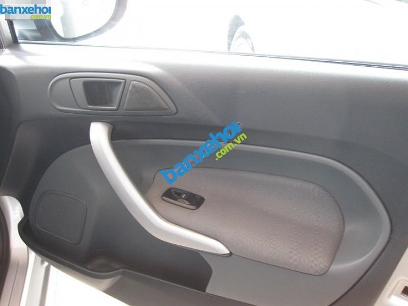 Xe Ford Fiesta  2011-6