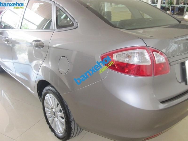 Xe Ford Fiesta  2011-4