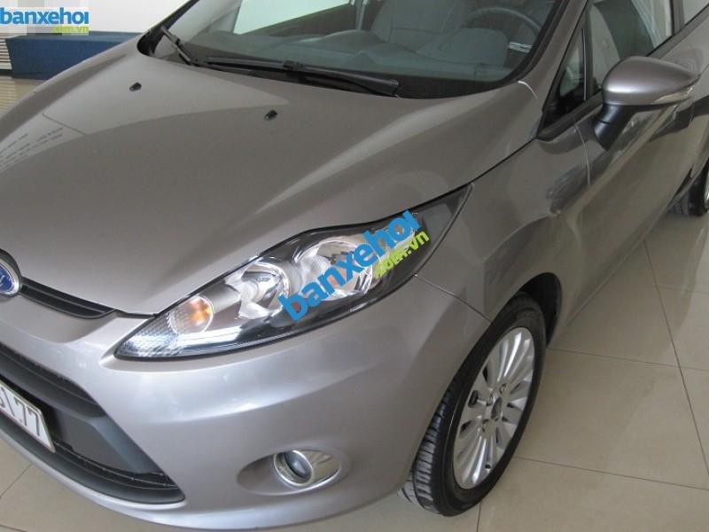 Xe Ford Fiesta  2011-1