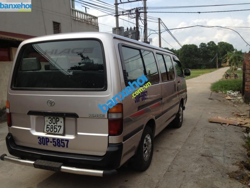 Xe Toyota Hiace  2003-5