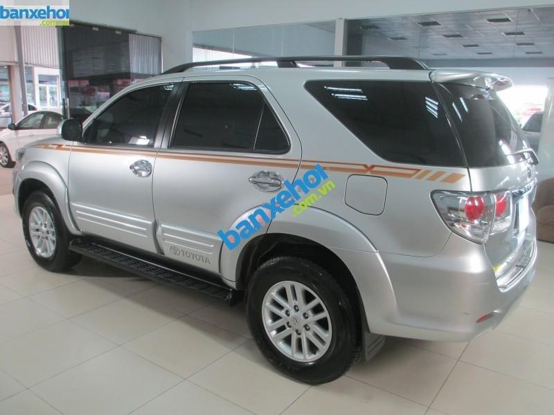 Xe Toyota Fortuner V 2.7 AT 2013-4