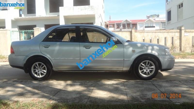 Xe Ford Laser  2004-2