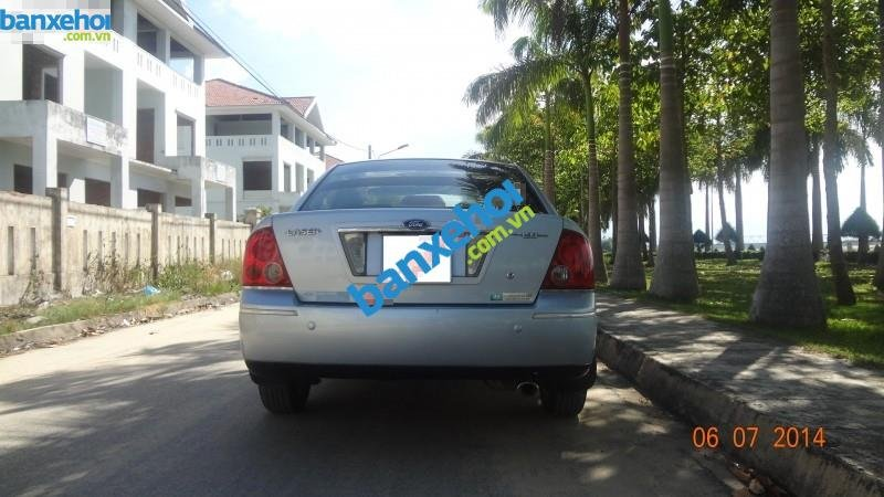 Xe Ford Laser  2004-3