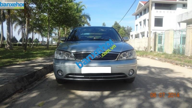 Xe Ford Laser  2004-0