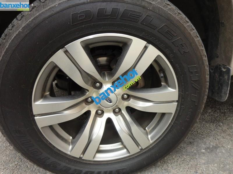 Xe Ford Everest  2010-3