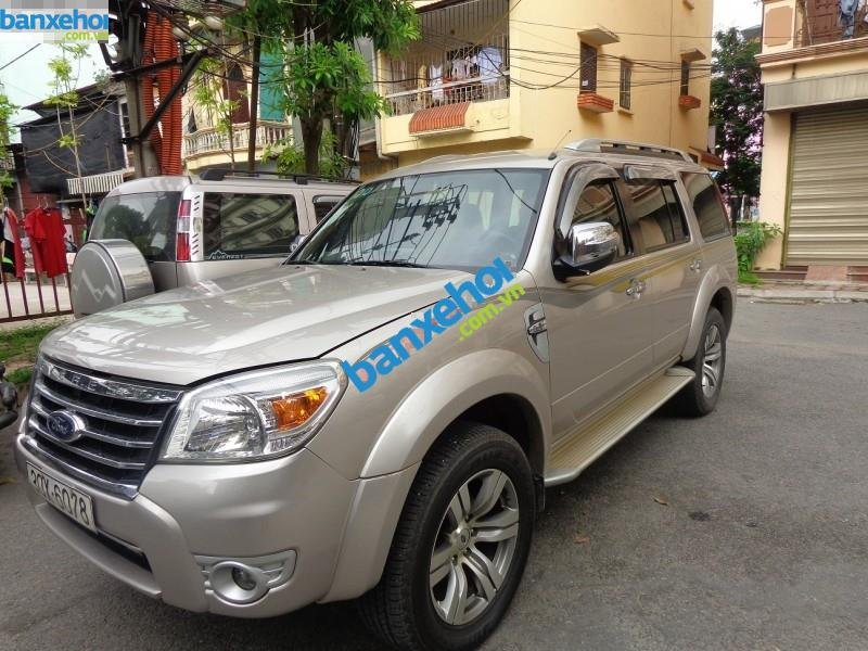 Xe Ford Everest  2010-8