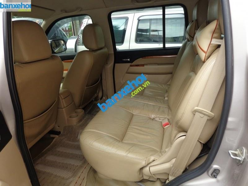Xe Ford Everest  2010-4