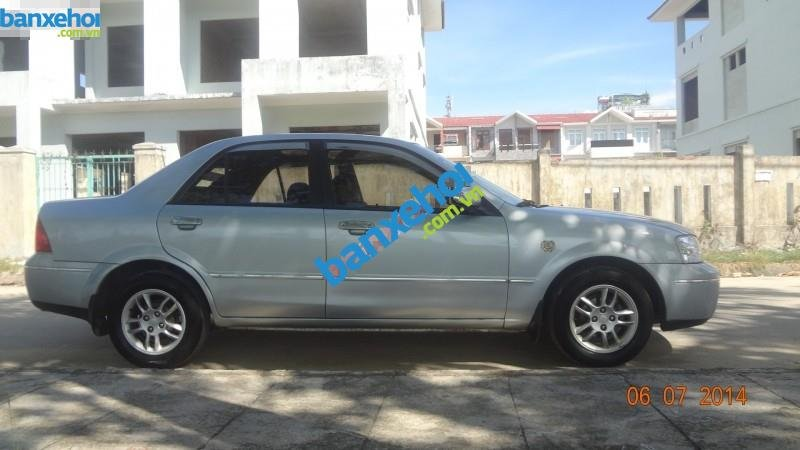 Xe Ford Laser  2004-1