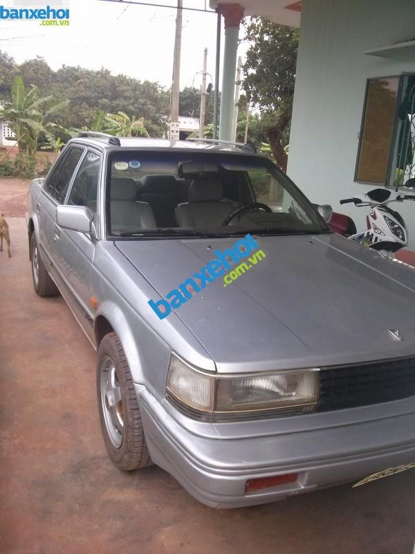Xe Nissan Bluebird GLX Trước 1990-1
