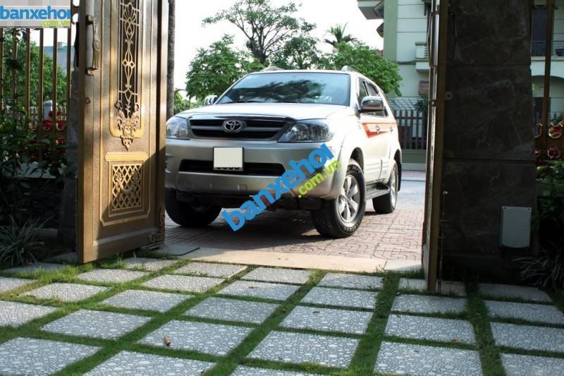 Xe Toyota Fortuner 2.5G 2008-2