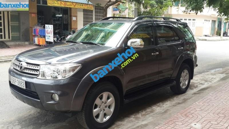 Xe Toyota Fortuner 2.5G 2010-0