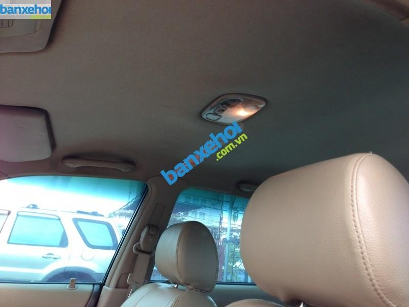 Xe Ford Laser  2004-7