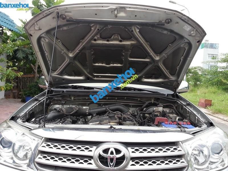 Xe Toyota Fortuner V 2009-9
