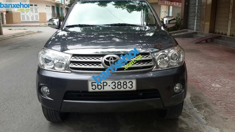 Xe Toyota Fortuner 2.5G 2010-2