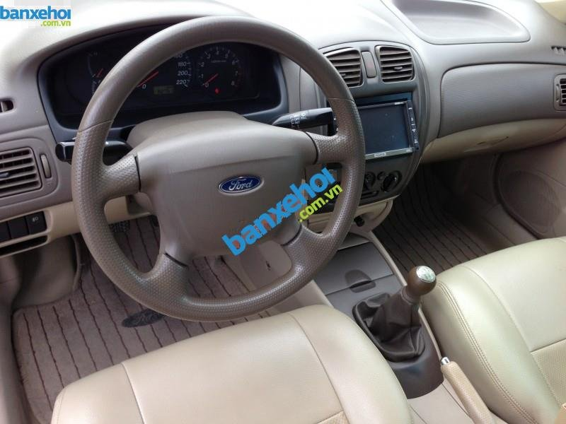 Xe Ford Laser  2004-4