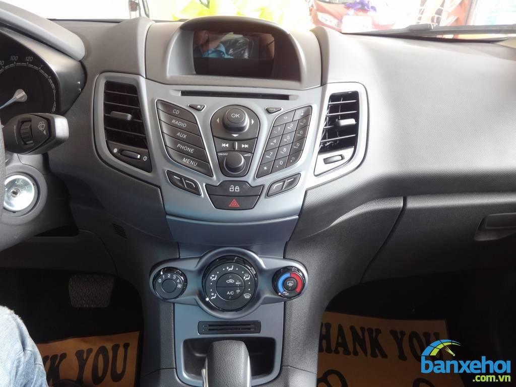 Xe Ford Fiesta  2014-10