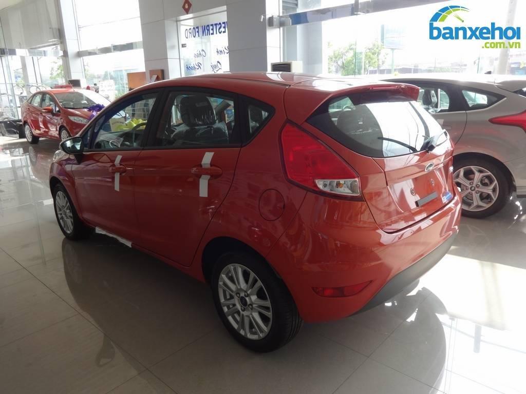 Xe Ford Fiesta  2014-4
