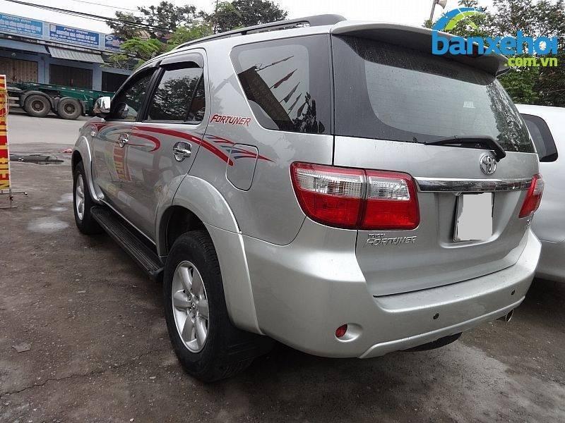 Xe Toyota Fortuner V 2010-4