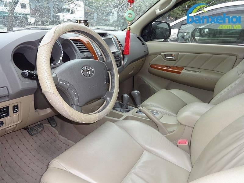 Xe Toyota Fortuner V 2010-10
