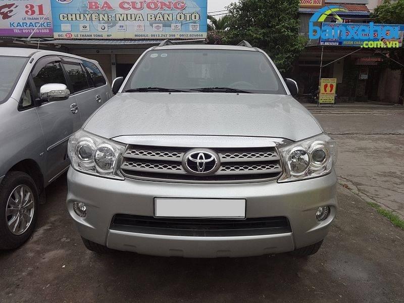 Xe Toyota Fortuner V 2010-0