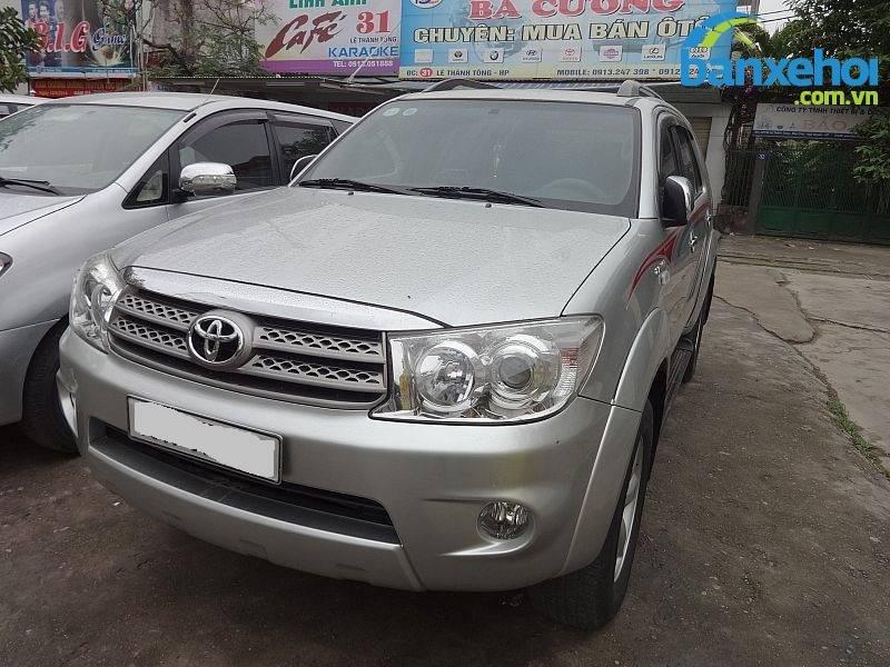 Xe Toyota Fortuner V 2010-1