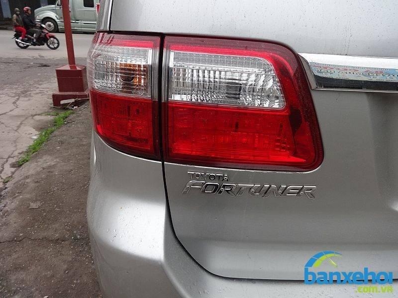 Xe Toyota Fortuner V 2010-8