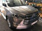 Cần bán Toyota Innova V đời 2016, màu bạc xe gia đình