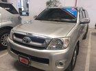 Cần bán lại xe Toyota Hilux 2.5E năm 2011, màu bạc số sàn
