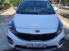Bán Kia Rondo GAT 2017, màu trắng số tự động, 605tr