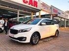 Cần bán lại xe Kia Sedona 2.2AT 2017, màu trắng