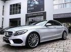 Cần bán gấp Mercedes C300 AMG sản xuất 2017, màu bạc