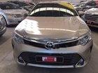 Bán xe Toyota Camry 2.0E 2016 số tự động, giá 930tr