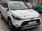Cần bán Hyundai i20 Active AT năm sản xuất 2015, màu trắng
