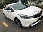 Cần bán xe Kia Cerato 2017 số sàn màu trắng