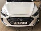 Cần bán gấp Hyundai Elantra 1.6 MT đời 2017, màu trắng