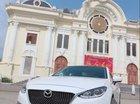 Cần bán gấp Mazda 3 sản xuất năm 2017, màu trắng