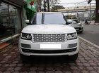 Bán Range Rover HSE sản xuất 2016 đăng ký lần đầu 30/12/2017, màu trắng, nội thất kem sang trọng