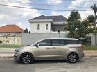 Bán xe Kia Sedona bản full, model 2017, màu ghi vàng máy dầu