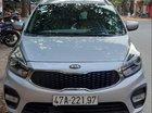 Cần bán lại xe Kia Rondo 2018, màu bạc xe gia đình