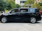 Cần bán gấp Kia Sedona sản xuất 2015 màu đen, 930 triệu