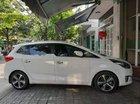 Cần bán Kia Rondo 2015, màu trắng xe gia đình giá cạnh tranh