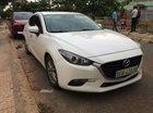 Cần bán gấp xe cũ Mazda 3 đời 2017, màu trắng