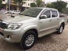 Cần bán Toyota Hilux 2014, máy dầu, số sàn, màu bạc 2 cầu