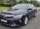 Cần bán Toyota Camry đời 2017, màu đen, giá 900tr