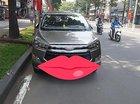 Cần bán xe Toyota Innova 2.0V sản xuất 2016, màu xám