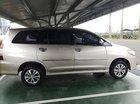 Cần bán gấp Toyota Innova năm sản xuất 2015, màu vàng xe gia đình