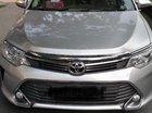 Cần bán xe Toyota Camry E năm sản xuất 2016, màu bạc
