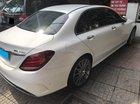 Bán Mercedes C300 AMG 2018 màu trắng, full option