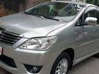 Bán Toyota Innova E máy 2.0 số sàn, đời T1/2014 màu bạc mới đẹp